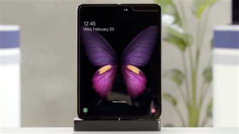 galaxy fold event planned  april phone