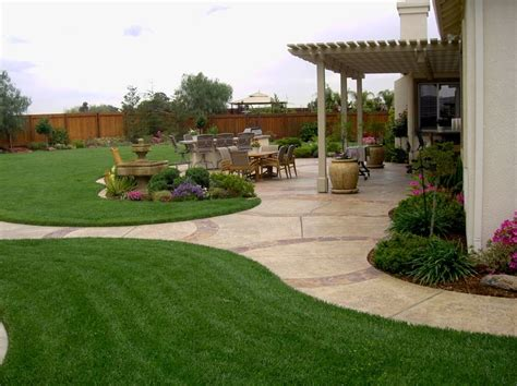 Big Backyard Landscaping Ideas by Best 25 Large Backyard Ideas On Patio Design