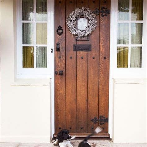 Step Inside An Essex Farmhouse Dressed For Christmas Farmhouse Front Door