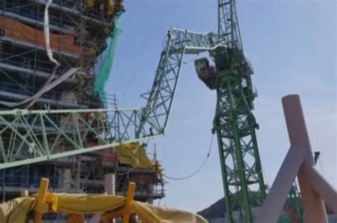six workers died and another 22 were injured at crane collapse in samsung heavy industries