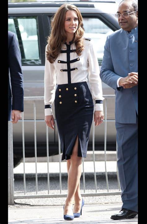 duchess kate s tweed suit mydaily uk