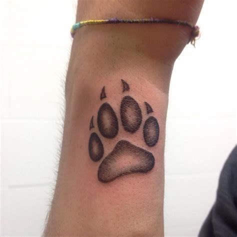 wolf print tattoo wolf paw pictures to pin on tattooskid
