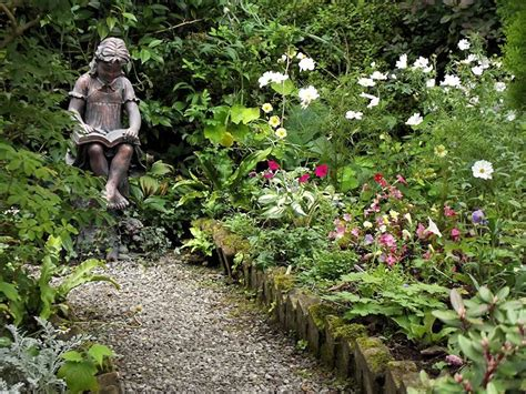 Garden Reading Book Reading Garden Statue Bronze Effect Sculpture