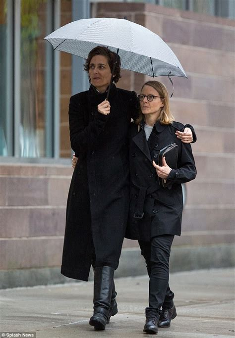 Chelo Julie Bag jodie foster cuddles up with alexandra hedison