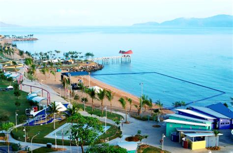 houses to buy townsville best location on the strand beach townsville seaside apartments self contained