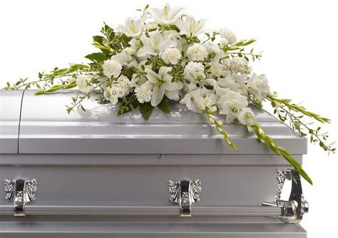 Sprei White casket spray flowers by flourish