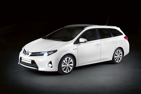 toyota hybrid toyota auris hybrid bricklane joins 2016 prius in japan