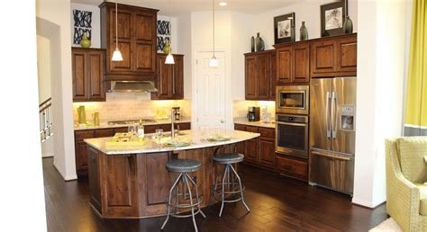 Light To Dark Stain Kitchen Cabinets. Cream Maple Glaze