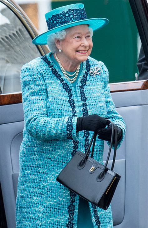 queen elizabeth purse queen elizabeth ii launer bag royal portrait instyle com