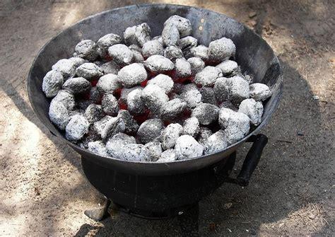 als feuerstelle als feuerstelle wird ein niedriger grill verwendet