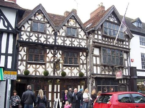harvard houses anne hathaway s cottage she was wife of wiliam shakespeare picture of stratford