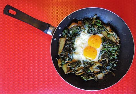 cucinare le coste in padella bietola e uova in padella odino