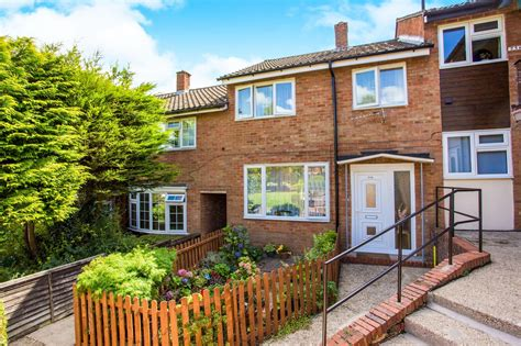 two bedroom house for sale in slough 2 bedroom terraced house for sale lynch hill lane slough