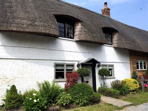 panoramio photo of thatched roof cottage
