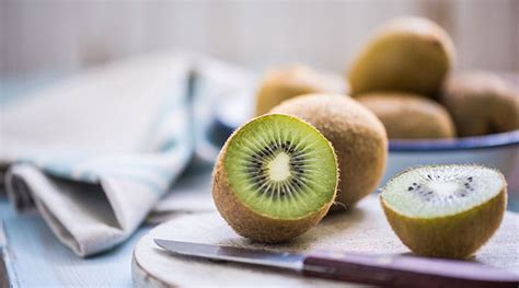 can a eat an apple can you eat kiwi skin purewow