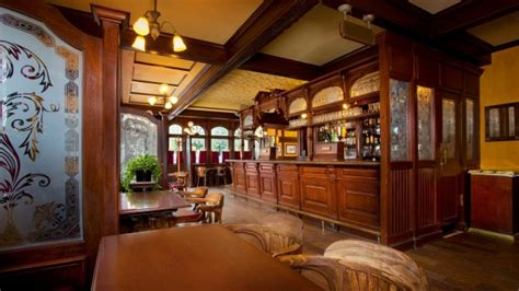 Crown Pub Dining Room by Dining Kingdom Magic Vacations