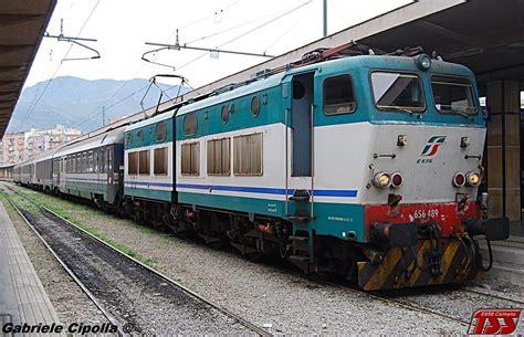 carrozze intercity attenzione treni intercity regionali passeggeri