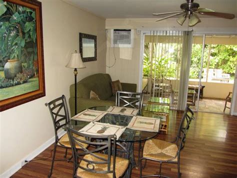 lahaina beachside cottage