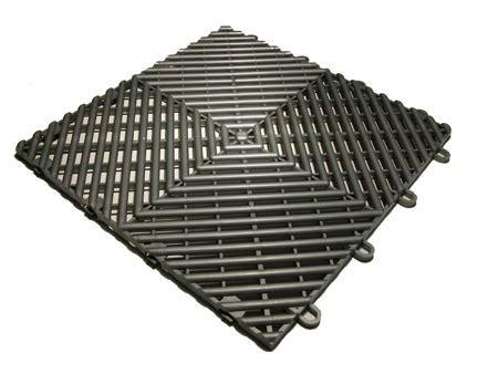 RaceDeck Free Flow Floor Tile, shock absorbing floor