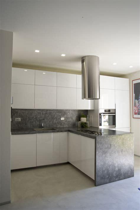ikea pavimenti cucina ikea total white con bancone e parete in resina