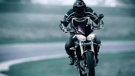 Triumph Motorrad Im Film by Triumph Speed Triple Showstar Von Der Insel N Tv De