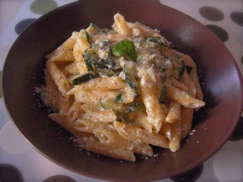 come cucinare la ricotta fresca pasta con zucchine e ricotta fresca ricetta il cuore in