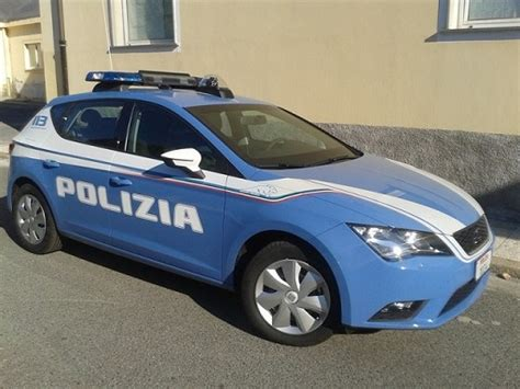 polizia volante la polizia esegue la misura di prevenzione della decadenza