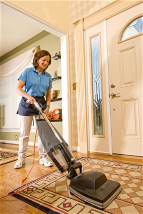 Apartment Cleaning Yonkers Chion Cleaning Contractors Inc Housekeeper Vacuuming