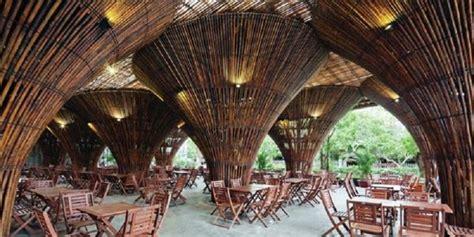 desain gapura dari tongkat unik kafe ini ditopang 10 000 bambu rumah desain powerful