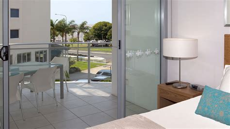 cairns 3 bedroom apartments 3 bedroom deluxe apartments vision cairns luxury apartments