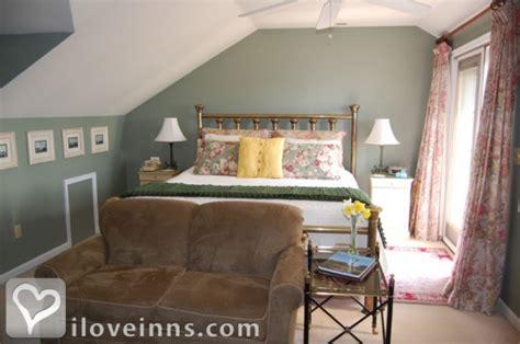 chincoteague bed and breakfast cedar gables seaside inn in chincoteague island virginia