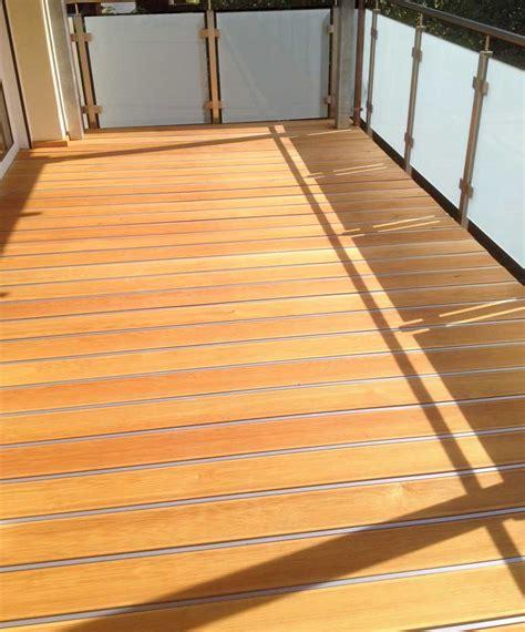 bauhaus terrassenüberdachung idee holz balkon