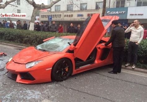 smashed lamborghini lamborghini aventador smashed up in china