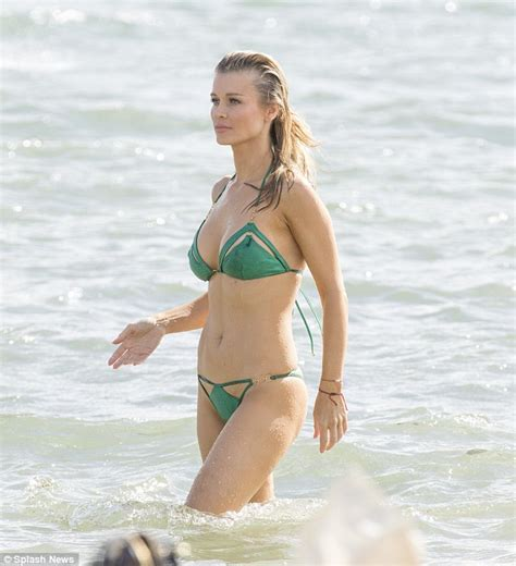 Tv Bed Uk Joanna Krupa Sizzles In As She Gets In Paddle