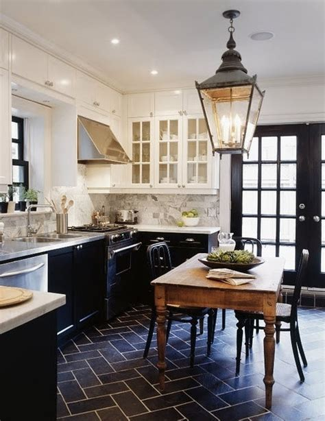 contrasting kitchen cabinets beautiful kitchens contrasting cabinets la dolce vita