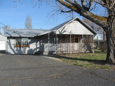houses for sale klamath falls oregon 1833 derby street klamath falls or 97603 reo home details reo properties and bank