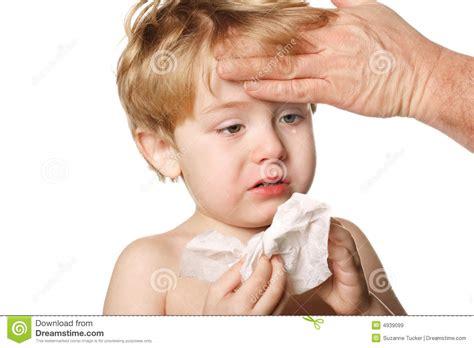 imagenes comicas de un enfermo ni 241 o enfermo que limpia su nariz imagen de archivo
