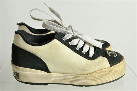 chanel athletic shoes chanel logo lace up athletic shoes sz 6 ebay