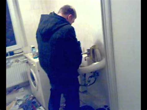 frauen waschbecken oli k verwechselt waschbecken mit klo
