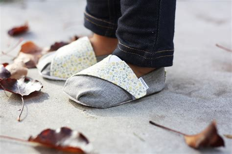 diy toddler shoes toms inspired baby and toddler shoes free pattern and