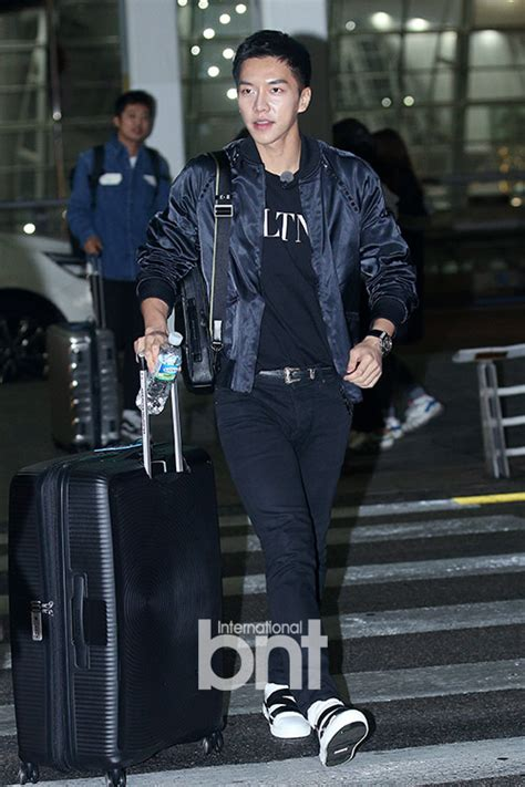 lee seung gi the butler lee seung gi jets off to vietnam with all the butlers