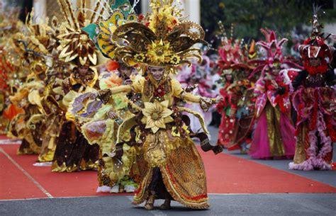Visi Misi Batik Danar Hadi foto batik carnival desianasartika