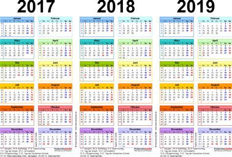 Kalender 2018 Schweiz Querformat In Farbe Dreijahreskalender 2017 2018 2019 Als Pdf Vorlagen Zum