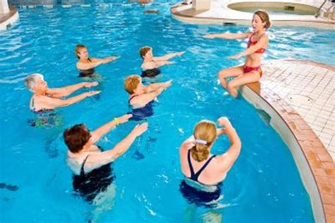 stomach exercises   swimming pool