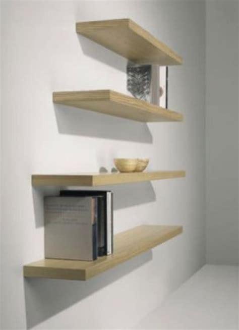 arredare una parete con mensole mensole soggiorno vetro idee per il design della casa