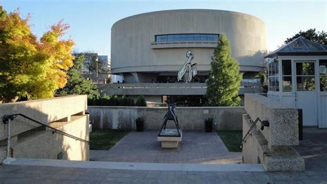 Hirshhorn Museum And Sculpture Garden by Hirshhorn Museum And Sculpture Garden Smithsonian
