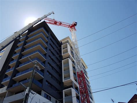 lifting equipment brisbane cbd self erecting crane hire