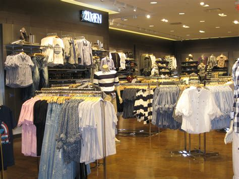 forever 21 mens section forever 21 opens its largest store in las vegas