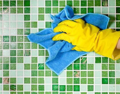 como se limpian los azulejos del ba o limpieza de juntas azulejos y cer 225 micas cleanipedia