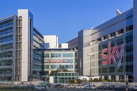 sky italia sede legale storico accordo segna la pace tra sky e mediaset